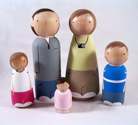 Image (c) Kathy Bocchino; Custom Wood Peg Play Dolls; http://www.knottingwood.blogspot.com/